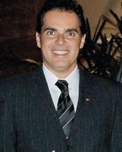 O diretor da concessionária Auto Passos, Élzio Eduardo Bérgamo de Andrade.
