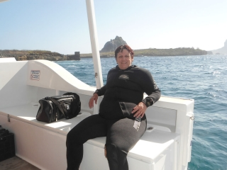 Depois do primeiro mergulho, pausa para descansar, trocar o cilindro e cair na água novamente.