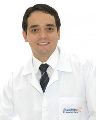 Dr. Leandro Silva Faria CRO - MG 34.024 Cirurgião Dentista - Periodontia – Implantes – Estética / Rua Elvira Silveira Coimbra, 331 | Centro | Passos/MG / Telefones: (35) 3521-2192