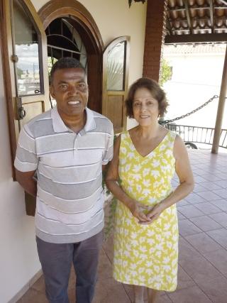 Coronel Gilson de Oliveira Wesceslau (presidente) e Vânia Piassi (vice-presidente) fundadores da Associação de Apoio aos Catadores de Materiais Recicláveis de Passos (AAÇÃO RECICLAGEM).