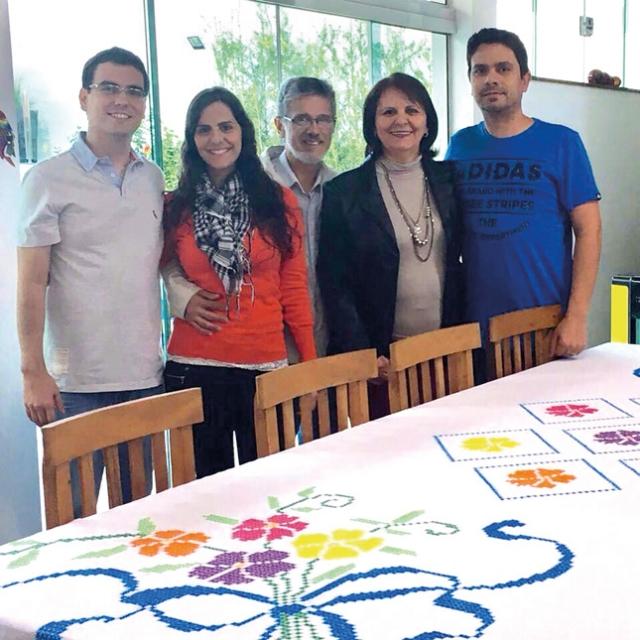 Rosane Veloso Maia Lemos com o marido Jair Santos Lemos, os filhos Esthevam, Leandro e Joyce.
