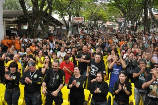 Encontro Nacional dos Motociclistas atrai milhares de pessoas.