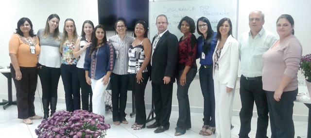 Encerramento da Semana de Enfermagem com palestrantes e organizadores.