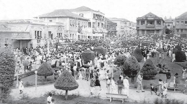Comício de Getúlio Vargas - Praça da Matriz Passos - 1949