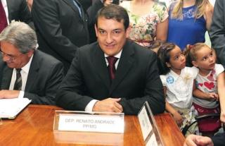 Renato no dia da posse em Brasília. Ao seu lado, o deputado Nilmário Miranda.