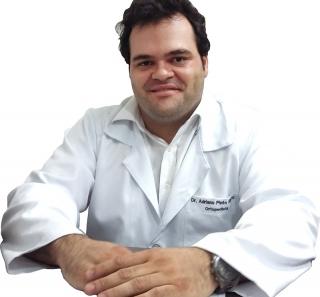 Dr. Adriano Pinto Ribeiro, especialista em ortopedia, traumatologia e cirurgia do quadril. (e-mail: aportop@gmail.com)