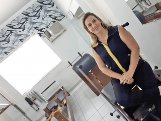A fisioterapeuta Ana Elise Giannini Silva é pós-graduada em RPG (Reeducação Postural Global)  e Pilates.