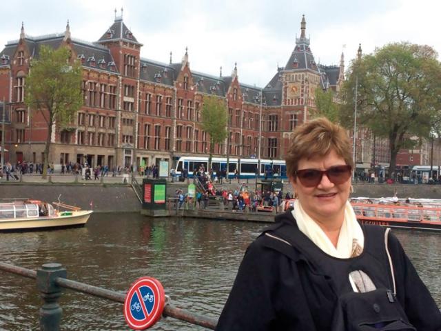 Silvia em Amsterda.