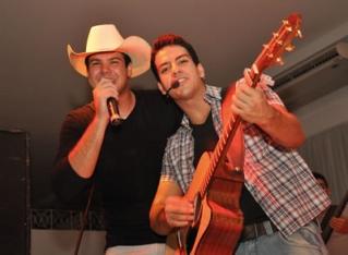 Mateus e Rafael fazem de 7 a 10 shows por mês.