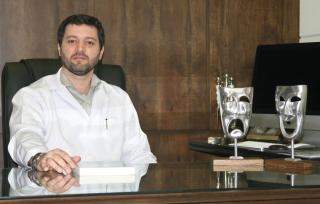 """Dr. Renato Silveira Silva, Médico Psiquiatra: """"É parte da cura o desejo de ser curado.� (Sêneca)"""