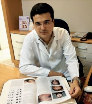 Dr. Roberson Sousa Ramos - Dermatologista.