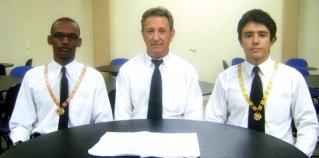 Da esquerda para a direita -  Júlio Lima (Mestre Conselheiro Regional Adjunto), Odélio Porto (Tio Maçon) e Natan Guimarães (Mestre Conselheiro de Passos).