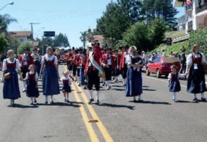 Desfile típico - Tradição.