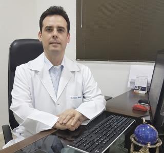 O médico especialista em geriatria Dr. Luciano de Sousa Pimenta.