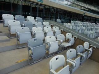 Os camarotes do estádio oferecem privacidade e conforto, varanda exclusiva, ambiente climatizado, buffet incluído, 02 vagas de estacionamento.