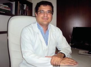 O dermatologista Roberson Sousa Ramos: entre 60 e 70% do peso do corpo é composto por água e uma das funções da pele é funcionar como barreira para evitar a saída dessa água.