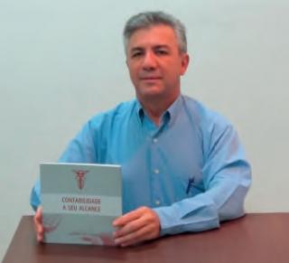 """José Abrão Alux Sobrinho e seu livro:""""Contabilidade a seu alcance�."""
