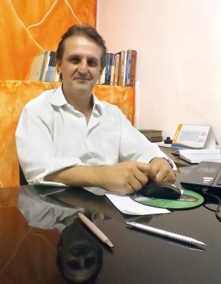 A lição do professor e mestre em Administração de Empresas Wêsley Andrade é para que o trabalhador conheça melhor a economia do país e busque qualificação.