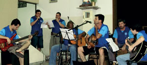 A banda do Terço dos Homens; primeira parte é cantada.