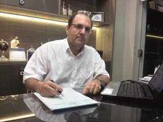 """O Urologista Sérgio Medeiros Silveira: """"A gente tem que estar sempre aberto para o que a medicina tem a oferecer e às novas técnicas que surgem e podem trazer benefícios para os pacientes""""."""