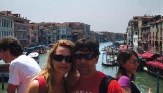 """O casal em Veneza na Itália - """"Fiquei emocionada porque era um sonho de criança� (Vanessa)."""