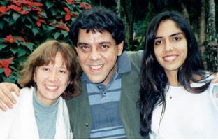 Antonio Barreto com Graça Sette (esposa) e Larissa Bracarense (sua fi lha).