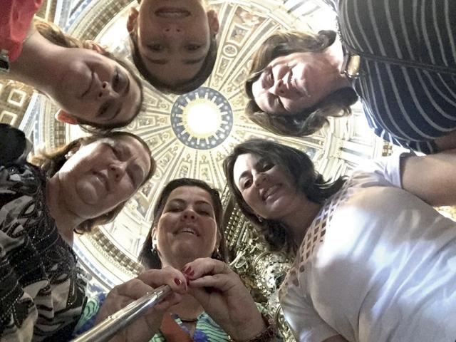 As seis embaixo da Cúpula da Igreja de São Pedro.