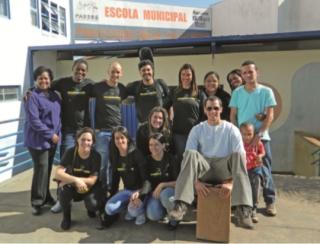 Escola da Vida em frente ÃÆ' Escola Municipal Professora EmÃÆ'Ã'lia Leal Melo, no ÃÆ'Ã'ºltimo dia do projeto.