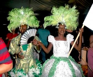 O mestre-sala e a porta-bandeira fazem parte do grupo de festas da Passense.