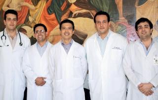 Equipe da Coordenação de Residência Médica e suas especialidades, a partir da esquerda: Dr. Diogo Kallas (Clínica Médica), Dr. André Silva (Pediatria), Dr. Marcos Antonio de Oliveira (Coordenação Geral), Dr. Marcel Lopes (Terapia Intensiva) e Dr. Cleuber Barbosa (Cirurgia Geral).