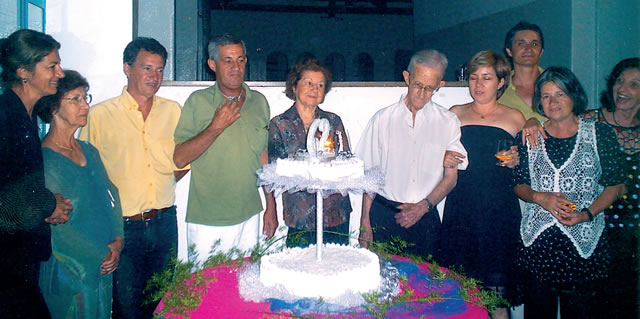 Eugênia, Olga (sobrinha), José, Luiz, Célia (esposa), Chiquito, Ana Teresa, Fernando, Maria Blandina (filhos) e Ednéa (sobrinha).