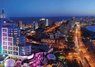 Hotel Conrad Spa e Casino - vista à noite.