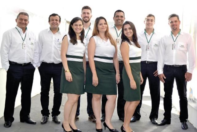 Paulo Roberto dos Santos e sua equipe.
