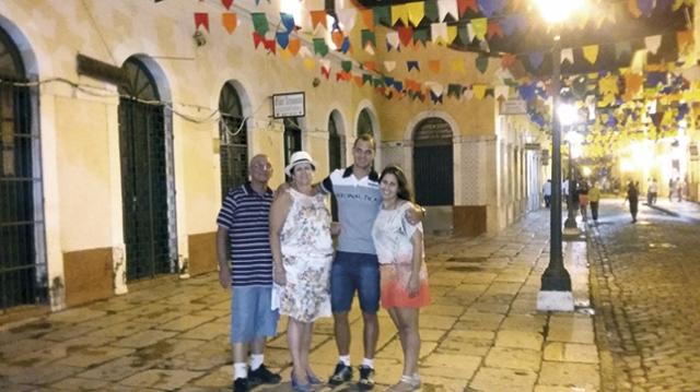 Carlos Alberto Ribeiro, Valdete , Samuel e sua esposa Camila  em passeio pelo Centro Historico de Sao Luis.