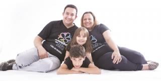 Vitória com seus pais Tarcísio / Rosana e irmão Gabriel.