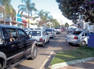 """Em determinados horários, o trânsito na Avenida Comendador Francisco Avelino Maia é """"estressante�."""
