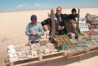 No Grande Salar no Deserto de Atacama, onde são vendidas esculturas feitas na pedra de sal.