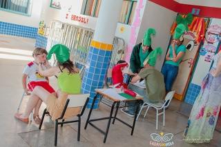 Elfos do Bem fazendo triagem de crianÃÆ'Ã'§as que podem ser portadoras de ambliopia.