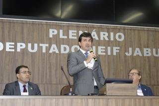 """Dr. ClÃÃ'Â¡udio Quadros (ao centro), de Salvador-BA, Presidente Nacional da SBCO (Sociedade Brasileira de Cirurgia Oncológica) fazendo a abertura oficial do Congresso, ÃÆ' esquerda, Dr. Alexandre Ferreira Oliveira, de Juiz de Fora-MG, Vice-presidente Nacional da SBCO e ÃÆ' direita, Dr. Vivaldo Soares Neto ââÃÆ'Ã'¢ÃƒÃ'¢Ã¢â'¬Å¡Ã'¬ÃƒÃ¢â'¬Â¦Ãƒâ€šÃ'¡ÃƒÃ†Ãƒ¢â'¬â""""¢ÃƒÆ'¢â'¬Å¡ÃƒÃ¢â'¬Å¡Ãƒâ€šÃ'¬ÃƒÃ†Ãƒ¢â'¬â""""¢ÃƒÆ'†ÃƒƒÂ¢Ã¢â€šÂ¬Ã¢â€žÂ¢ÃƒÆ'ƒÃ¢â'¬Å¡Ãƒâ€šÃ'¢ÃƒÃ†Ãƒ¢â'¬â""""¢ÃƒÆ''¢ÃƒÃ'¢Ã¢â€šÂ¬Ã…¡Ã'¬Ãƒâ€¦Ã¢â'¬Å"""" Provedor da Santa Casa de Misericórdia de Passos."""