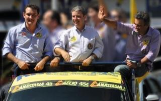 Foto da campanha de Renato para Deputado Federal com o apoio do governador Antônio Anastasia e o senador Aécio Neves.