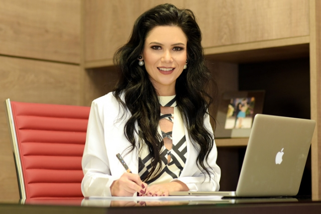 Dra. Tassiane Alvarenga
