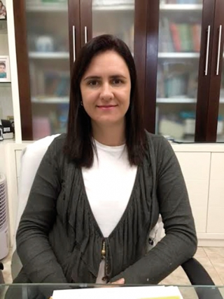 Dra. Rosana Porto Viana Teixeira-médica infectologista.