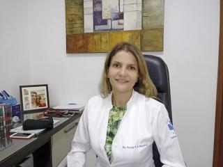 A médica infectologista Dra. Priscila Freitas das Neves Gonçalves.