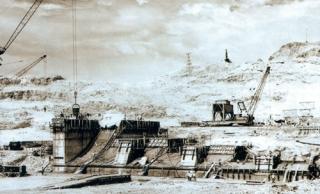 Apesar das dificuldades, a construção da usina de Furnas prossegue em março de 1961 - Acervo Furnas, J. R. Nonato