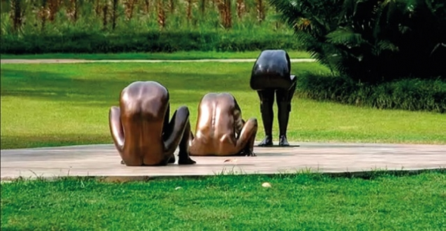 Esculturas de bronze: obras do paulista Edgard de Souza.