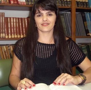 Na opinião de Vanilce Rezende, hipertexto oferece mais informações aos alunos.