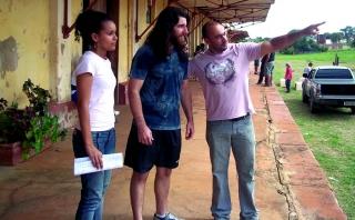 Produtora Isabella Vieira, ator Valdony Amorim e diretor Maurílio Romão conversam sobre detalhes do espetáculo.