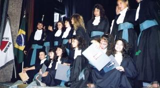Vivian Freitas com sua turma de formandos da UFOP - Universidade Federal de Ouro Preto - 1989