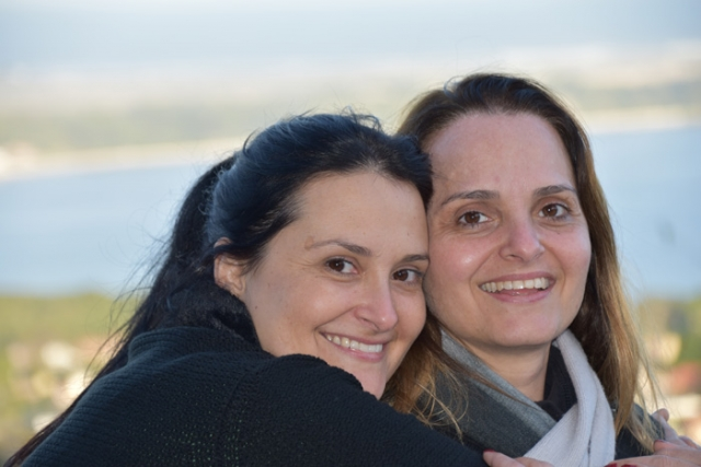 As irmas Daniela e Giovanna em Florianopolis