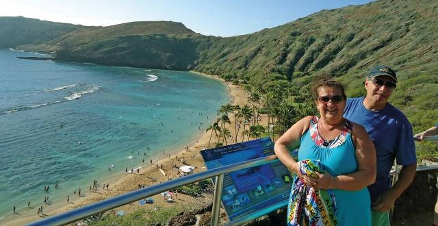 Alba e Costa Lima na praia de Hanauma, onde há piscinas naturais para a prática de snorkel.
